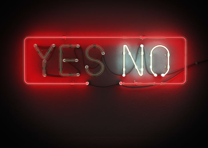 A yes or no neon sign