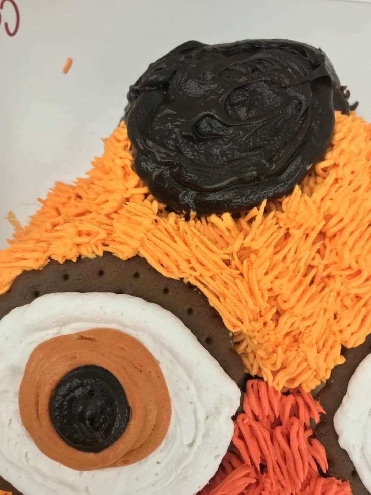 A detail shot of the Gritty cake's eye and hat.