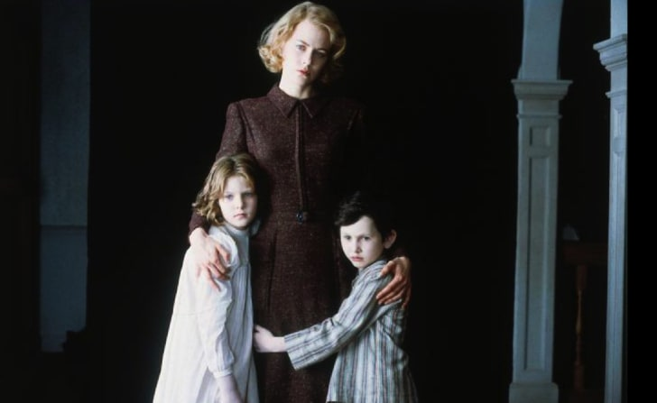 Nicole Kidman, Alakina Mann, and James Bentley in 'The Others' (2001)