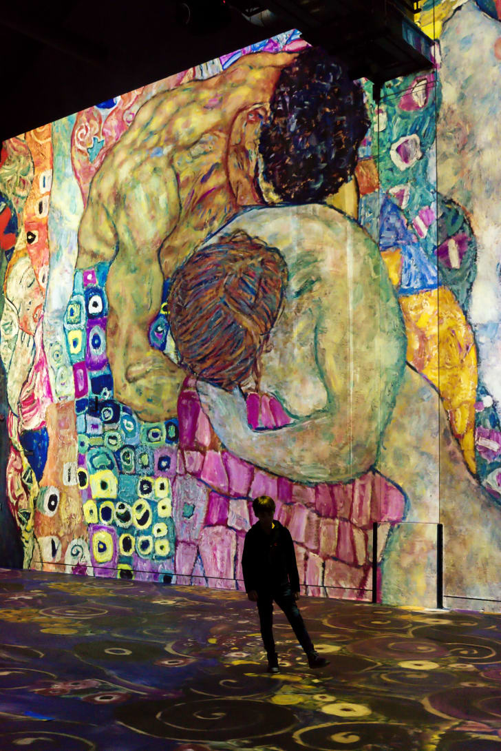An image of a Gustav Klimt exhibition at Atelier des Lumières in Paris
