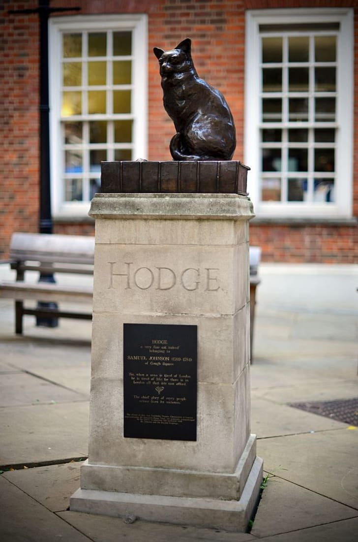 A 'talking statue' of Samuel Johnson's pet cat 'Hodge' is pictured in central London