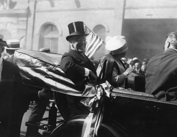 Woodrow Wilson arrives in a carriage with his wife