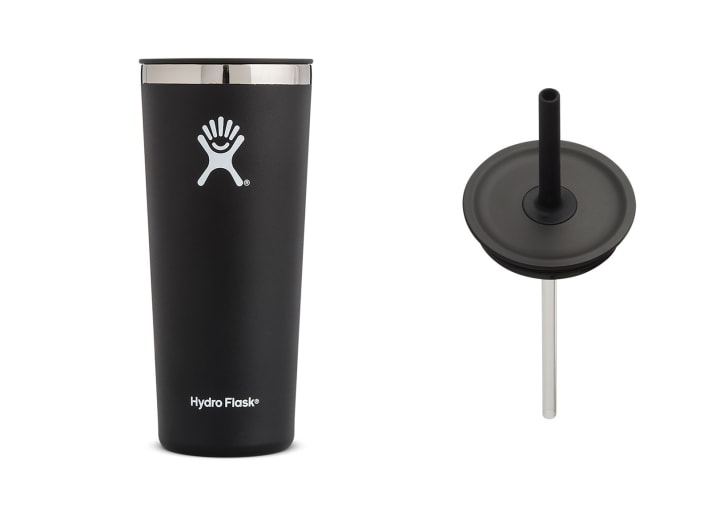 A black tumblr and a lid with a straw in it