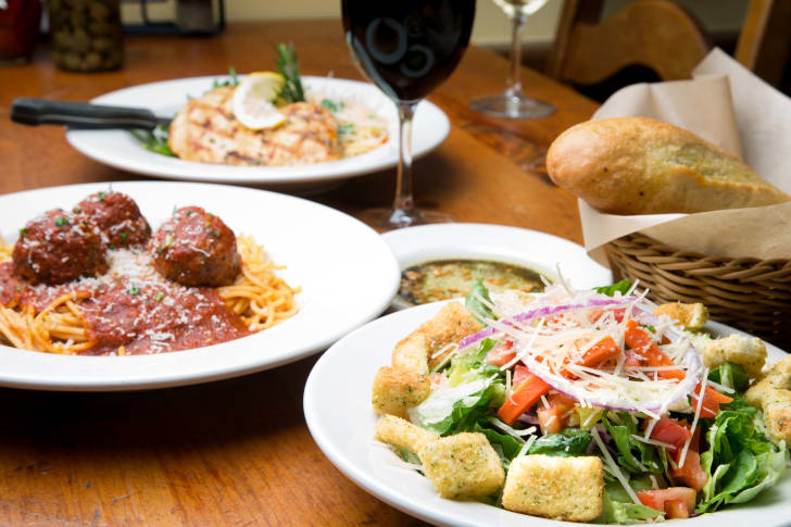 image of a meal of salad and spaghetti and meatballs that you might find at Olive Garden