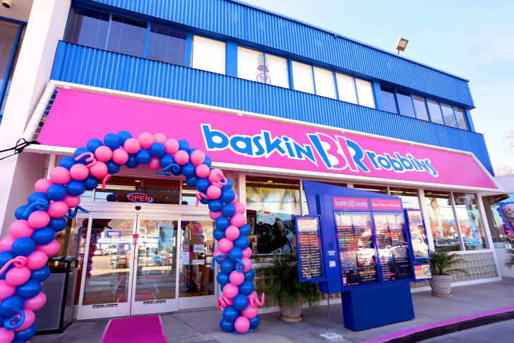 image of the balloons outside a Baskin Robbins restaurant celebrating its 70th anniversary
