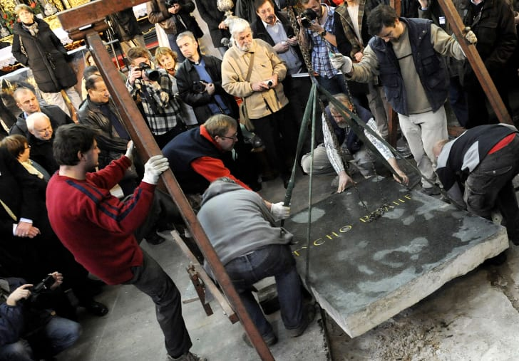 Archeologists lift the tombstone of the grave of noted Danish astronomer Tycho Brahe at the Church of Our Lady in Prague on November 15, 2010