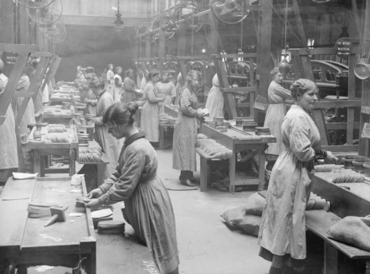 Mill workers during World War I