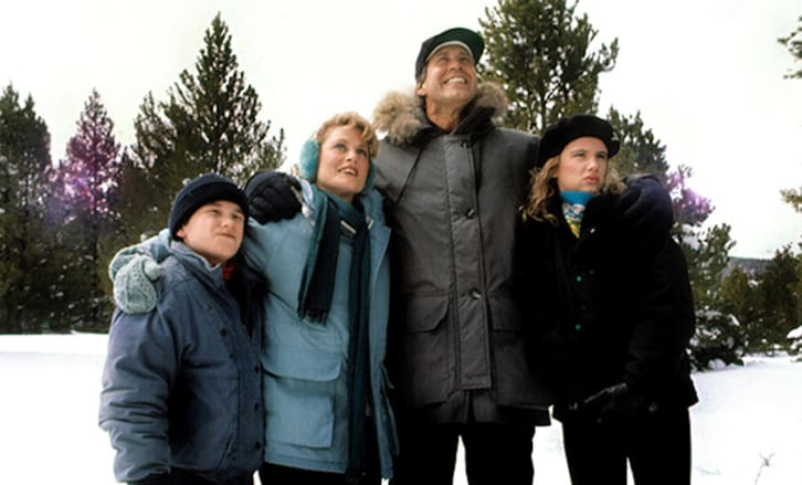 Johnny Galecki, Beverly D'Angelo, Chevy Chase, and Juliette Lewis in 'Christmas Vacation' (1989)