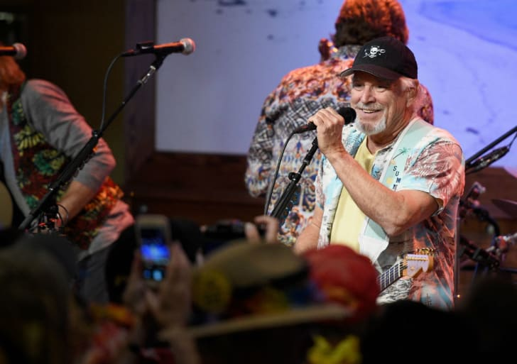 Jimmy Buffett performs for a crowd