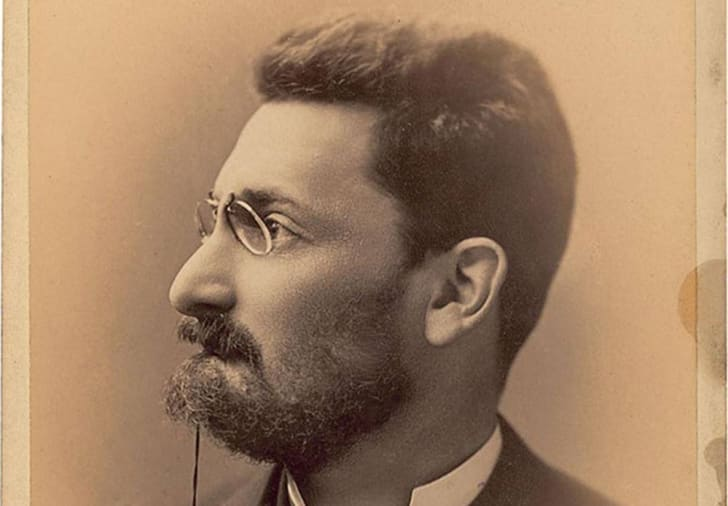 A sepia-toned photograph of Joseph Pulitzer in profile.