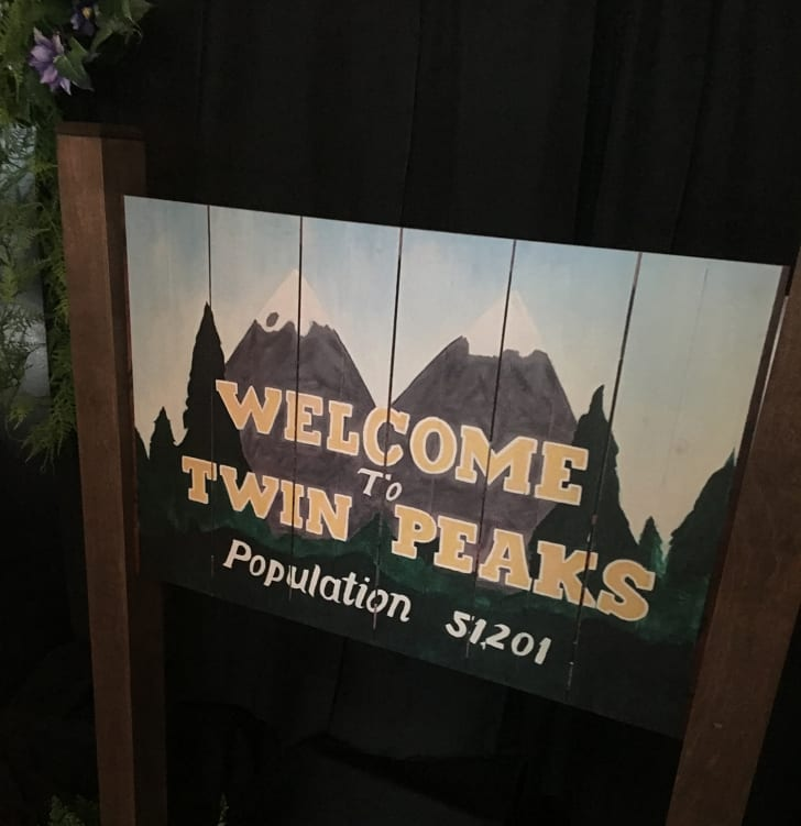 A welcome to Twin Peaks sign.