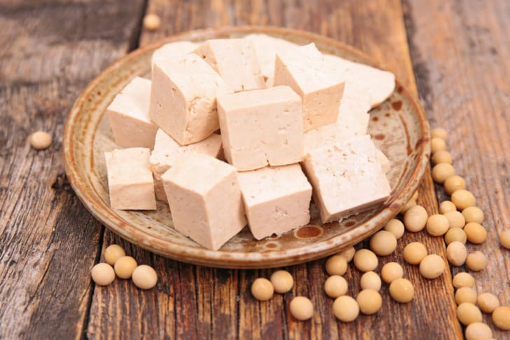 A photo of tofu and soybeans.