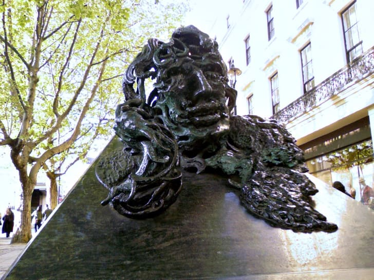 Oscar Wilde statue in London
