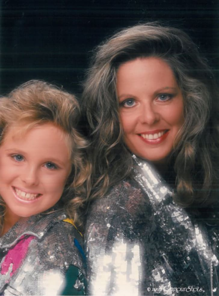 22 Glamorous Facts About Glamour Shots | Mental Floss