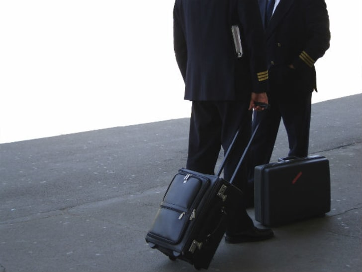 15 Behind-the-Scenes Secrets of Airline Pilots | Mental Floss