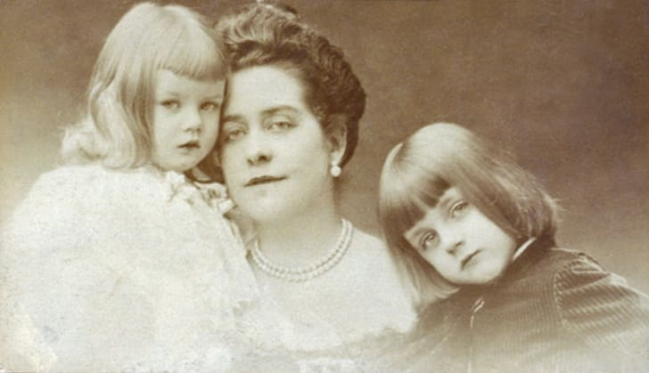 A picture of Aimee Crocker with her two children.
