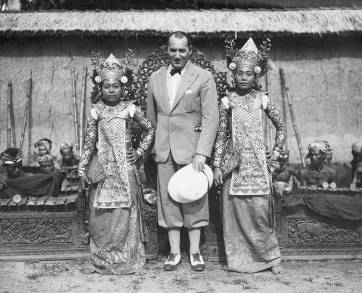 Robert Ripley poses with two Balinese dancers