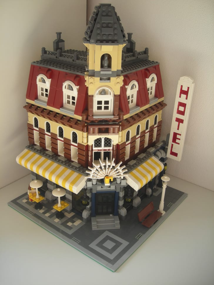 Cafe Corner LEGO set.