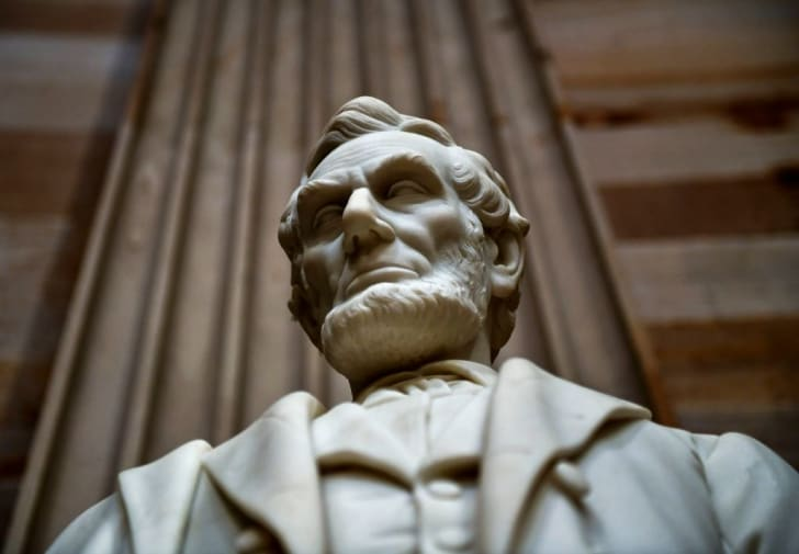 A statue of Abraham Lincoln
