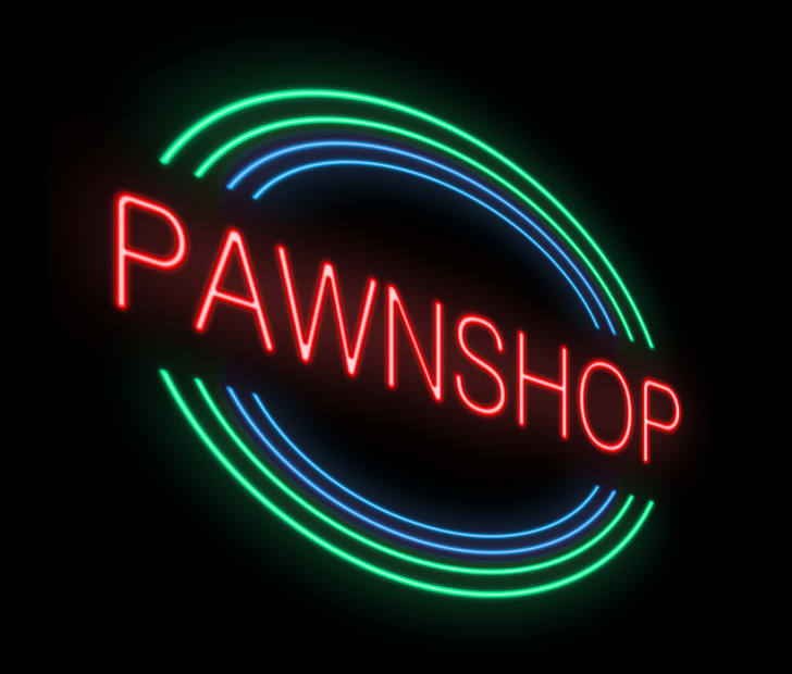 A neon pawnshop sign