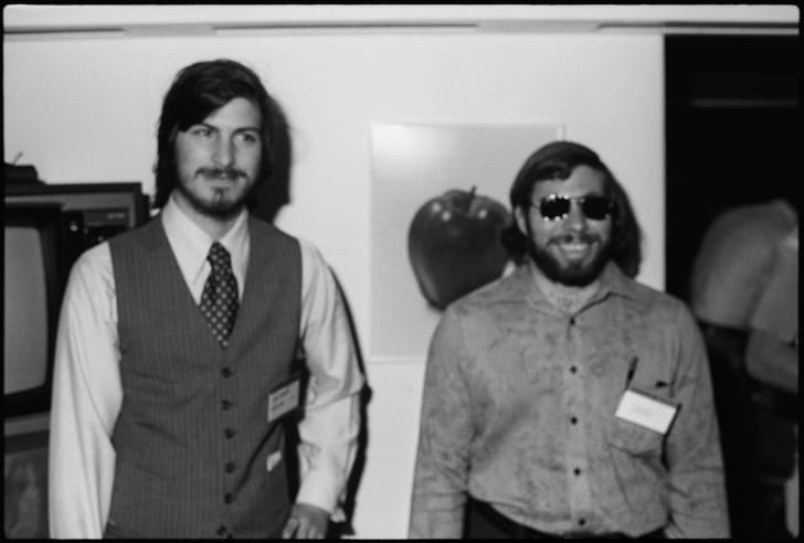 A photograph of Steve Jobs (left) and Steve Wozniak (right), the co-founders of Apple Computer Inc. xz