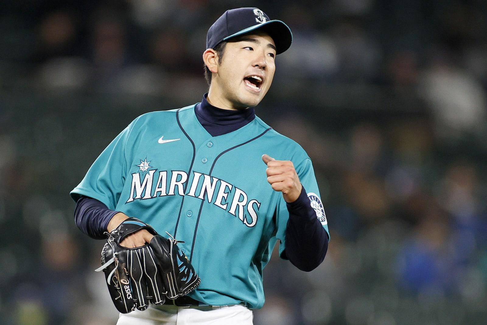 Yusei Kikuchi of the Mariners against the Giants.
