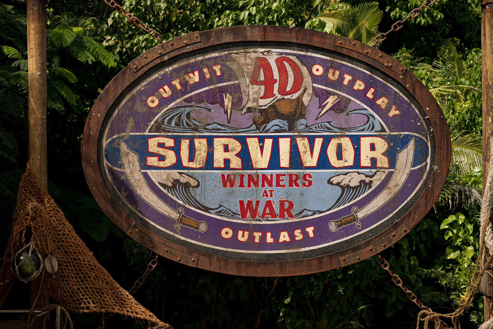 Survivor Winners at War logo
