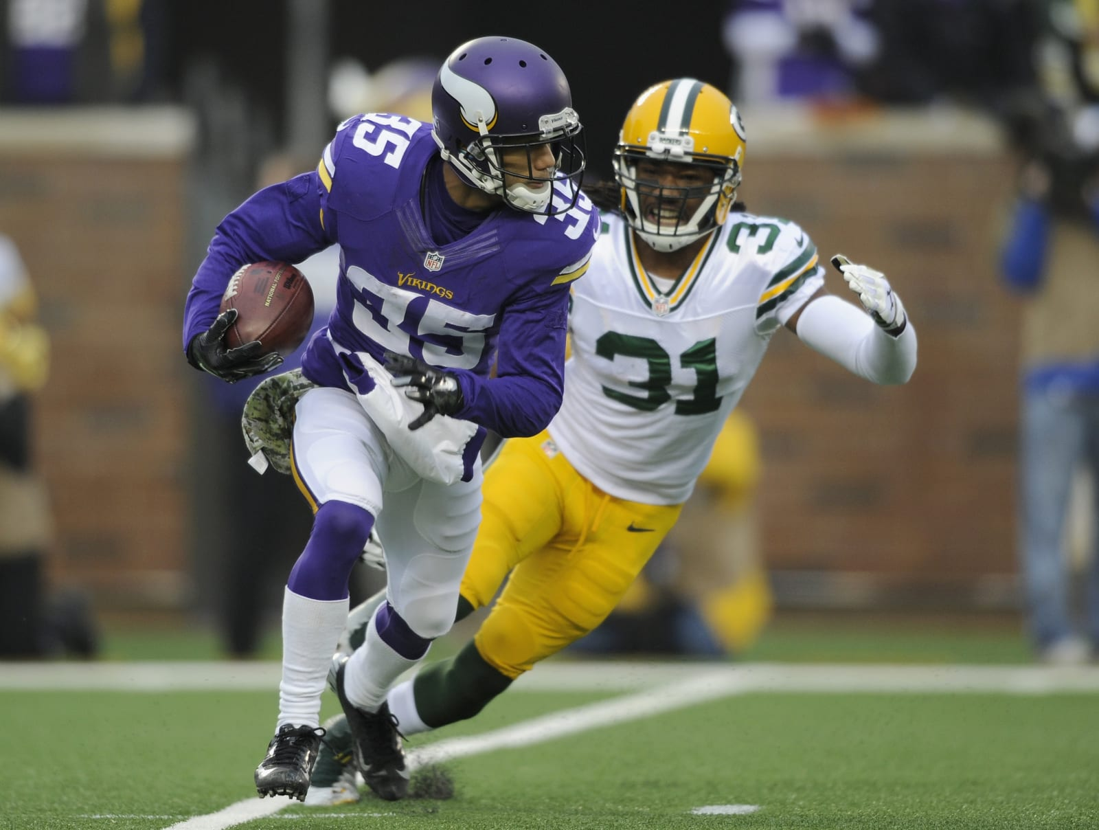 MINNEAPOLIS, MN - NOVEMBER 23: Marcus Sherels #35 of the Minnesota Vikings returns a punt against Davon House #31 of the Green Bay Packers during the first quarter of the game on November 23, 2014 at TCF Bank Stadium in Minneapolis, Minnesota. (Photo by Hannah Foslien/Getty Images)