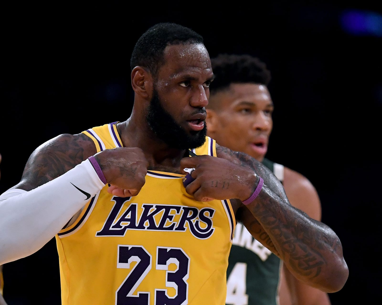 NBA LeBron James Giannis Antetokoumpo