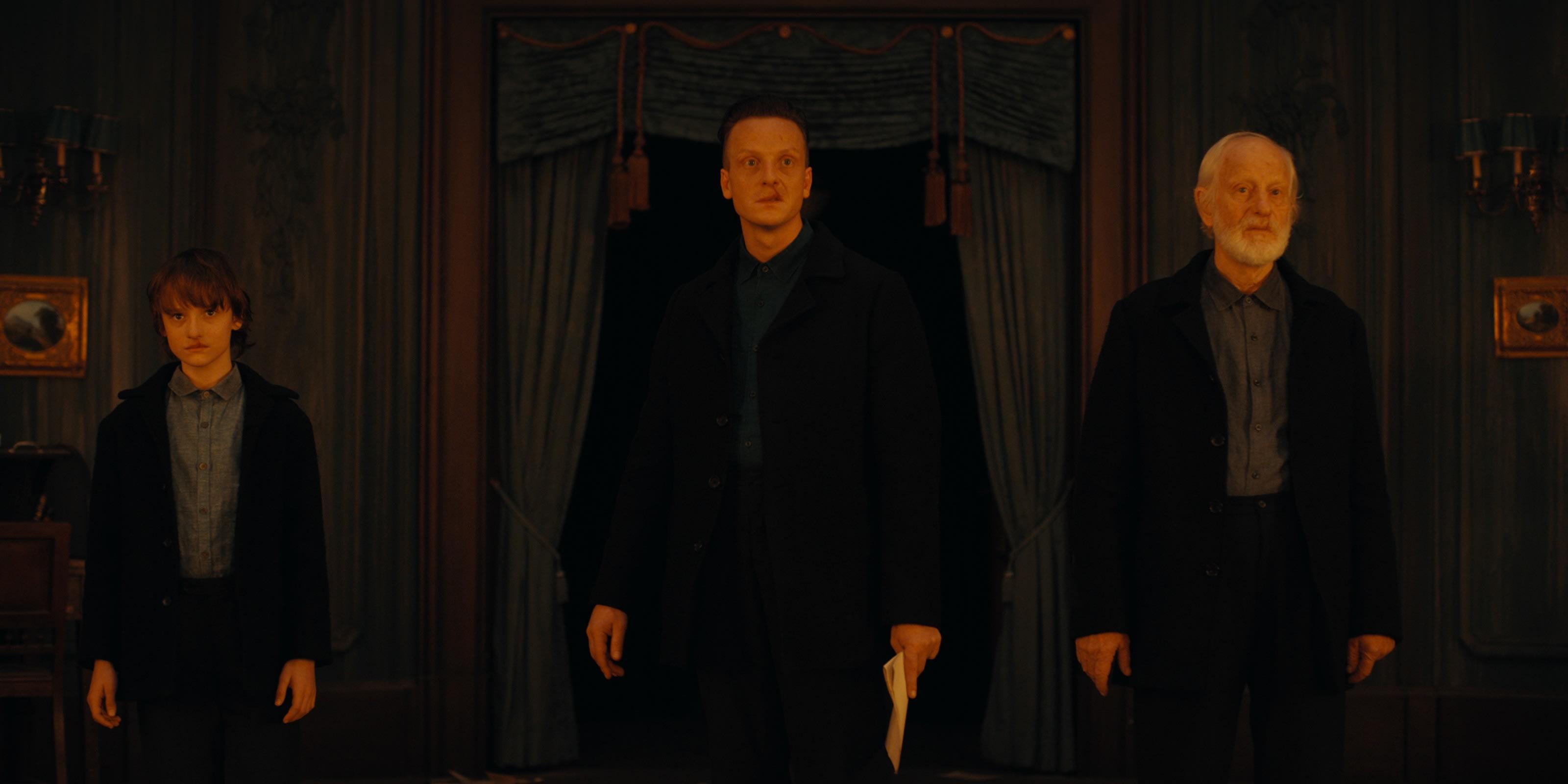 The unknown trio in Dark Season 3