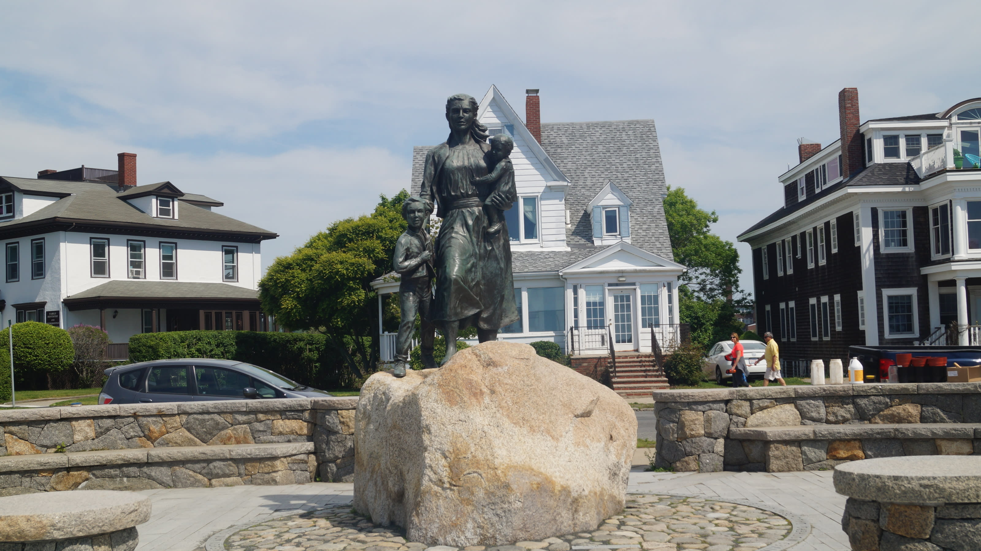 Fishermans Wives Monument