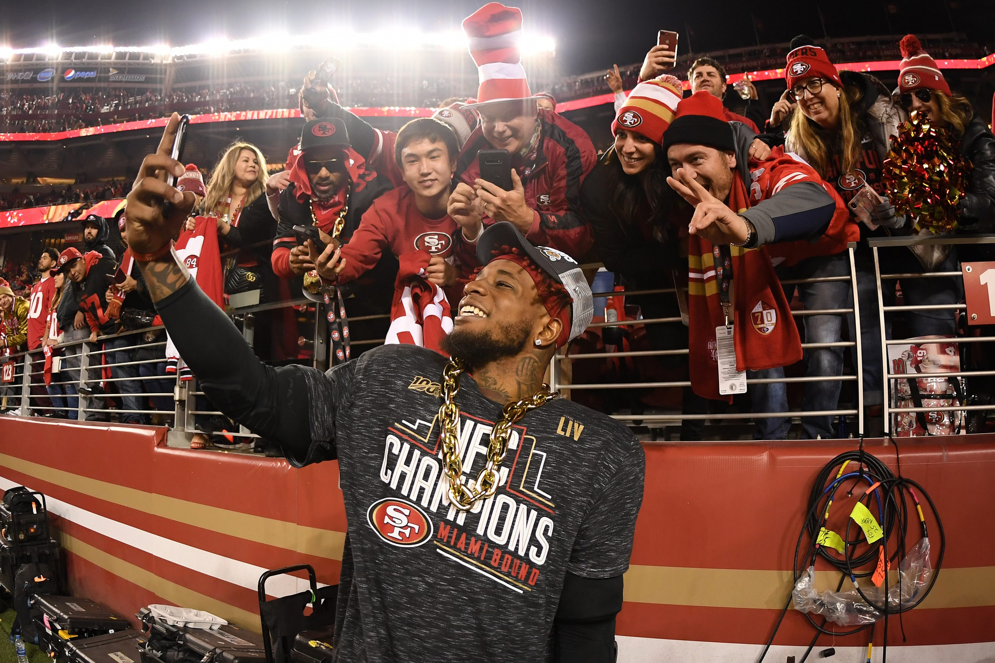 Kwon Alexander #56of the San Francisco 49ers