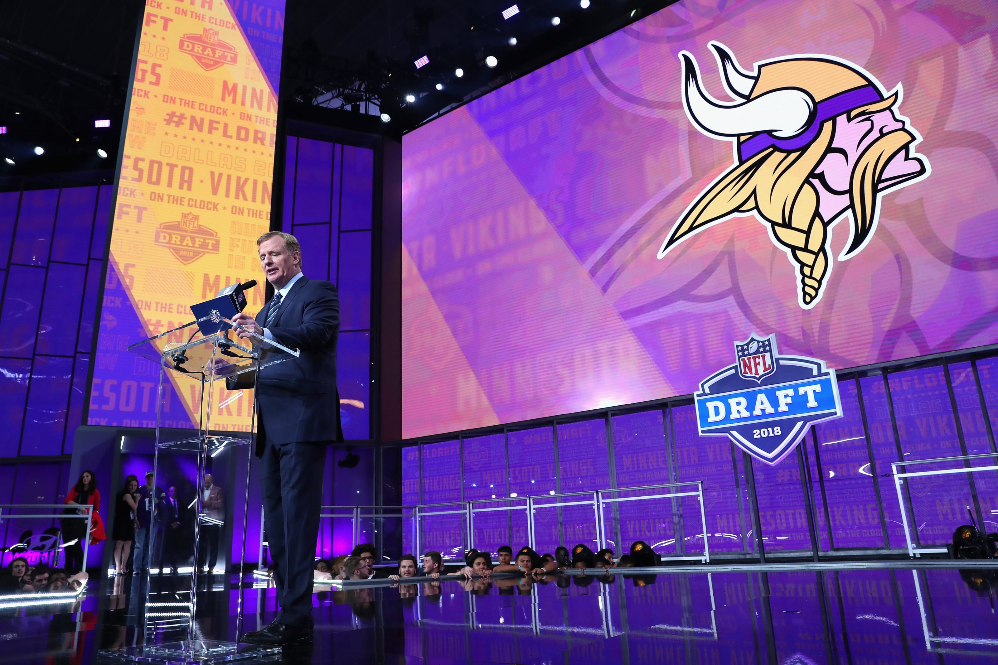 Minnesota Vikings on the clock (Photo by Tom Pennington/Getty Images)