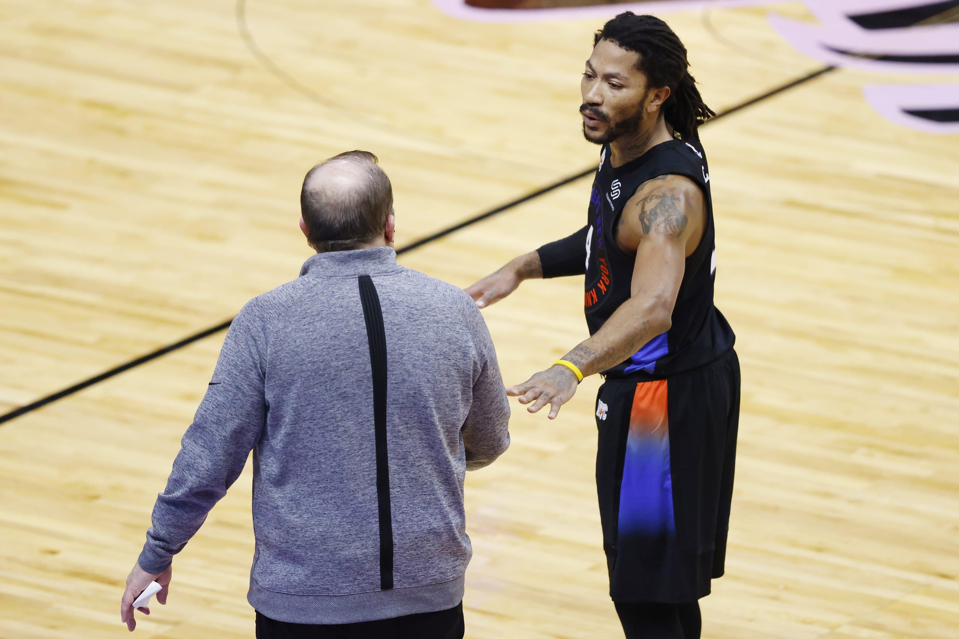 Un ritrovato Derrick Rose a colloquio con coach Thibodeau
