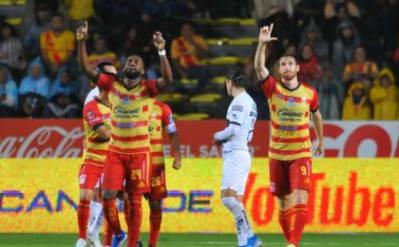 Santos back in No. 1