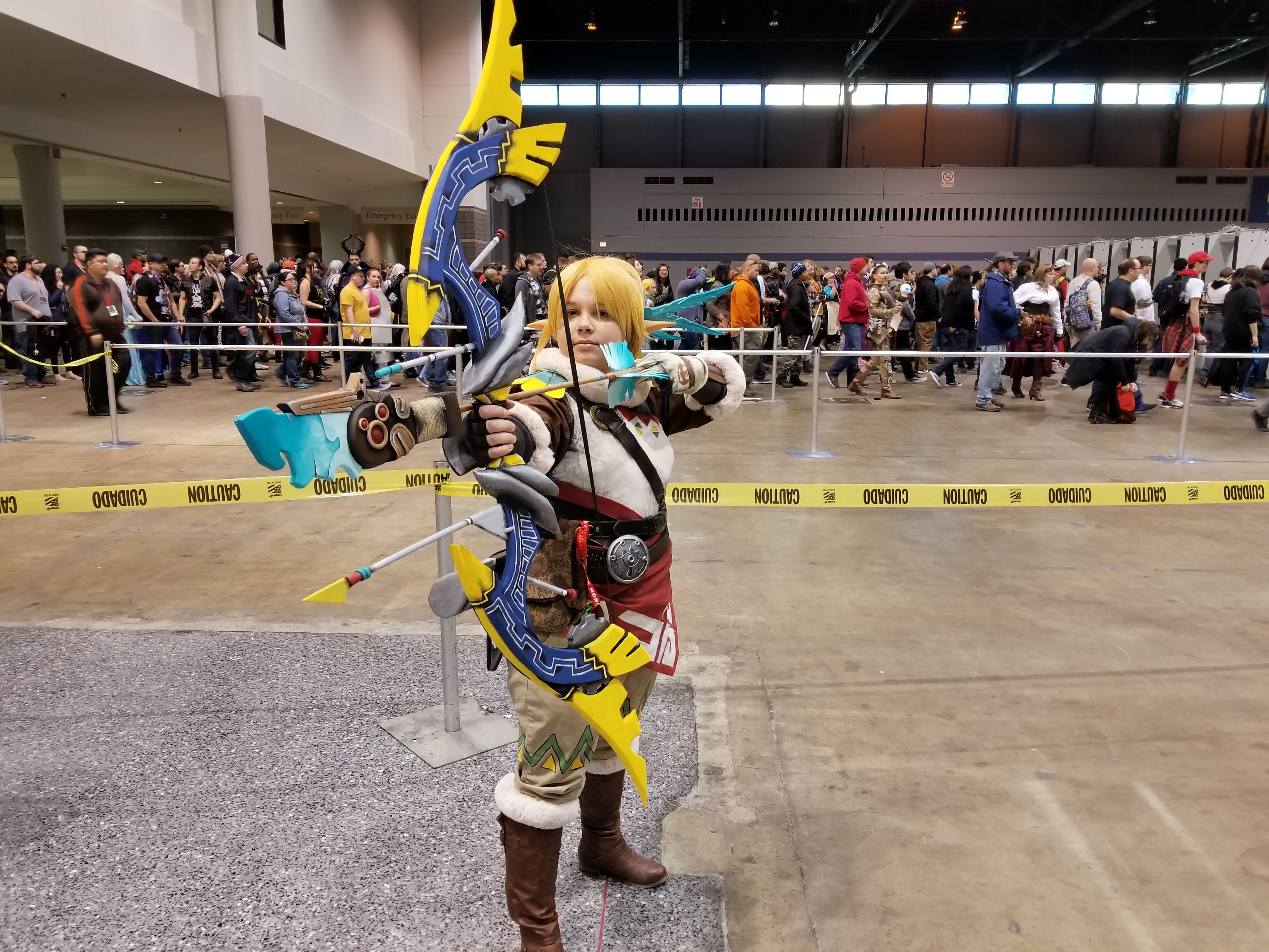 Link cosplayer dressed in Rito garb from The Legend of Zelda: Breath of the Wild at C2E2. Image taken by C. Wassenaar.