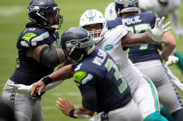Russell Wilson leads the Seahawks over the Dolphins