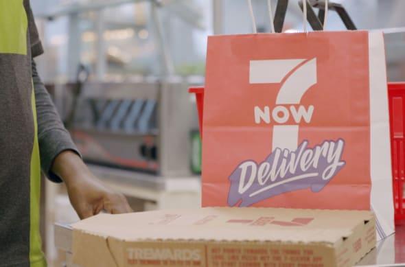 7-Eleven, free pizza