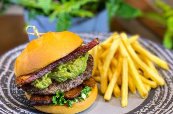 Universal Orlando Resort nuevas ofertas de comida costarricense en Jurassic World Velocicoaster