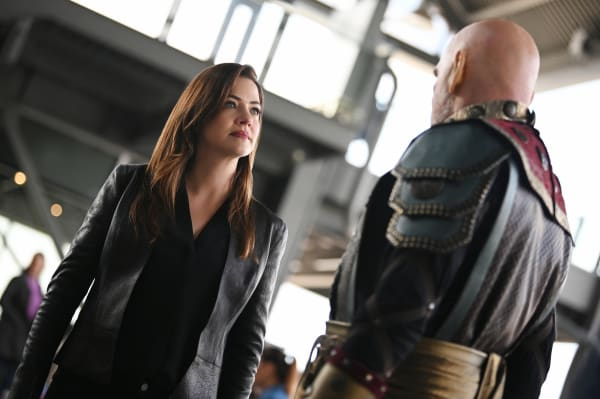 """Supergirl -- """"The Wrath of Rama Khan"""" -- Image Number: SPG508a_0162r.jpg -- Pictured (L-R): Julie Gonzalo as Andrea Rojas/Acrata and Mitch Pileggi as Rama Khan -- Photo: Sergei Bachlakov/The CW -- © 2019 The CW Network, LLC. All rights reserved."""