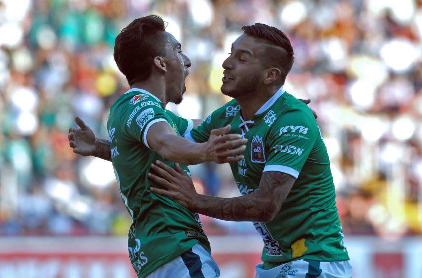 Leon, Santos win on road