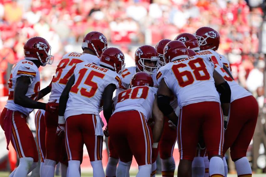Kansas City Chiefs offense - Mandatory Credit: Kelley L Cox-USA TODAY Sports