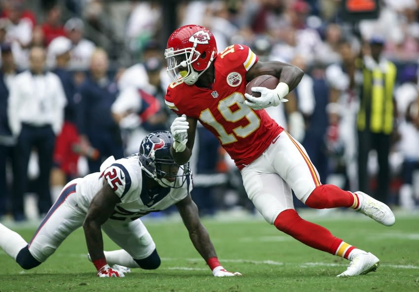 Sep 13, 2015; Houston, TX, USA; Kansas City Chiefs wide receiver Jeremy Maclin (19) makes a reception during the second quarter against the Houston Texans at NRG Stadium. Mandatory Credit: Troy Taormina-USA TODAY Sports