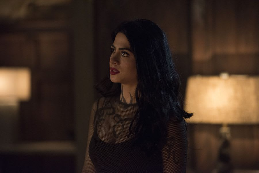Isabelle Lightwood Shadowhunters season 3 episode 11 lost souls