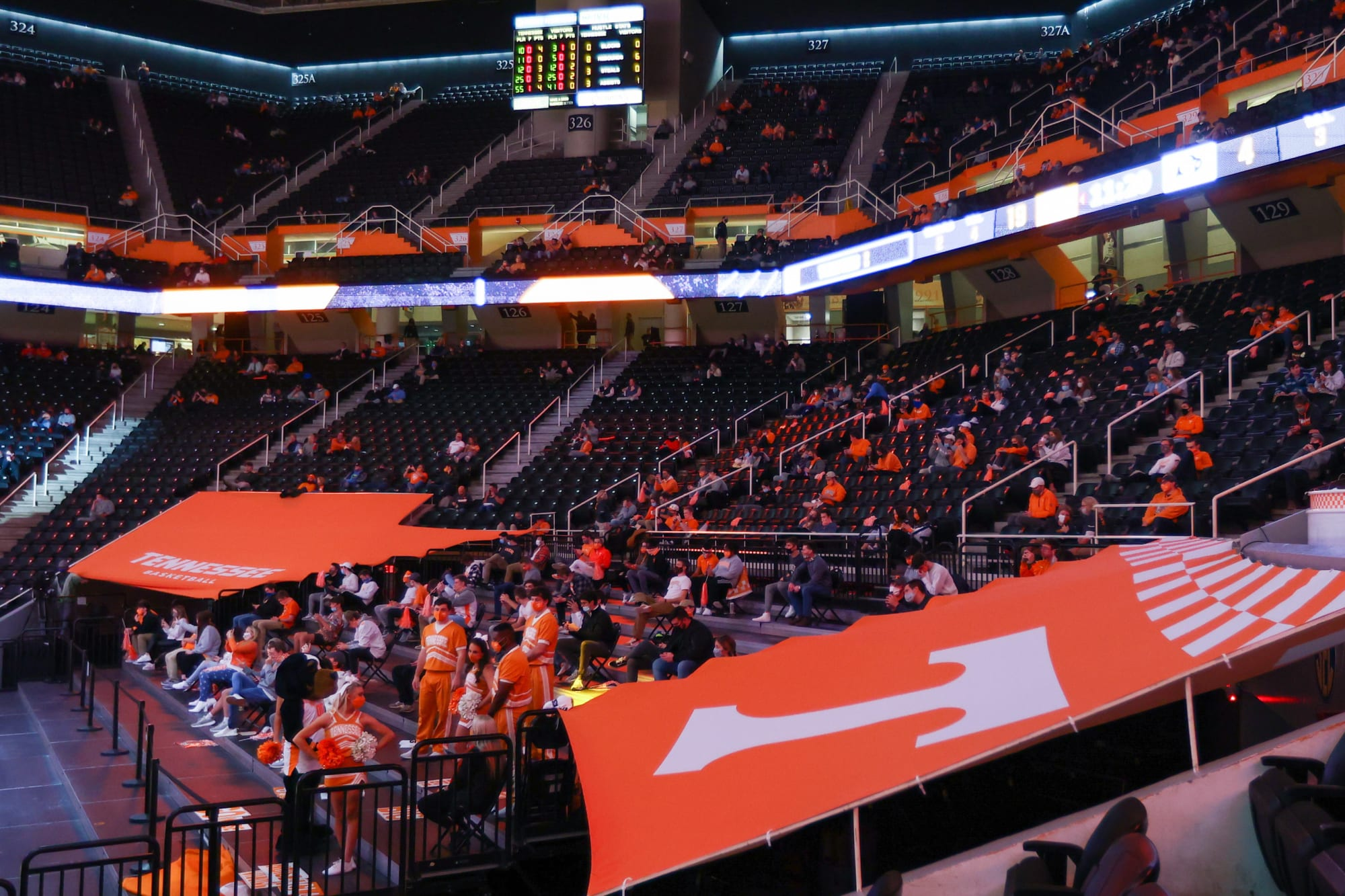 Tennessee basketball schedules home and home with Arizona