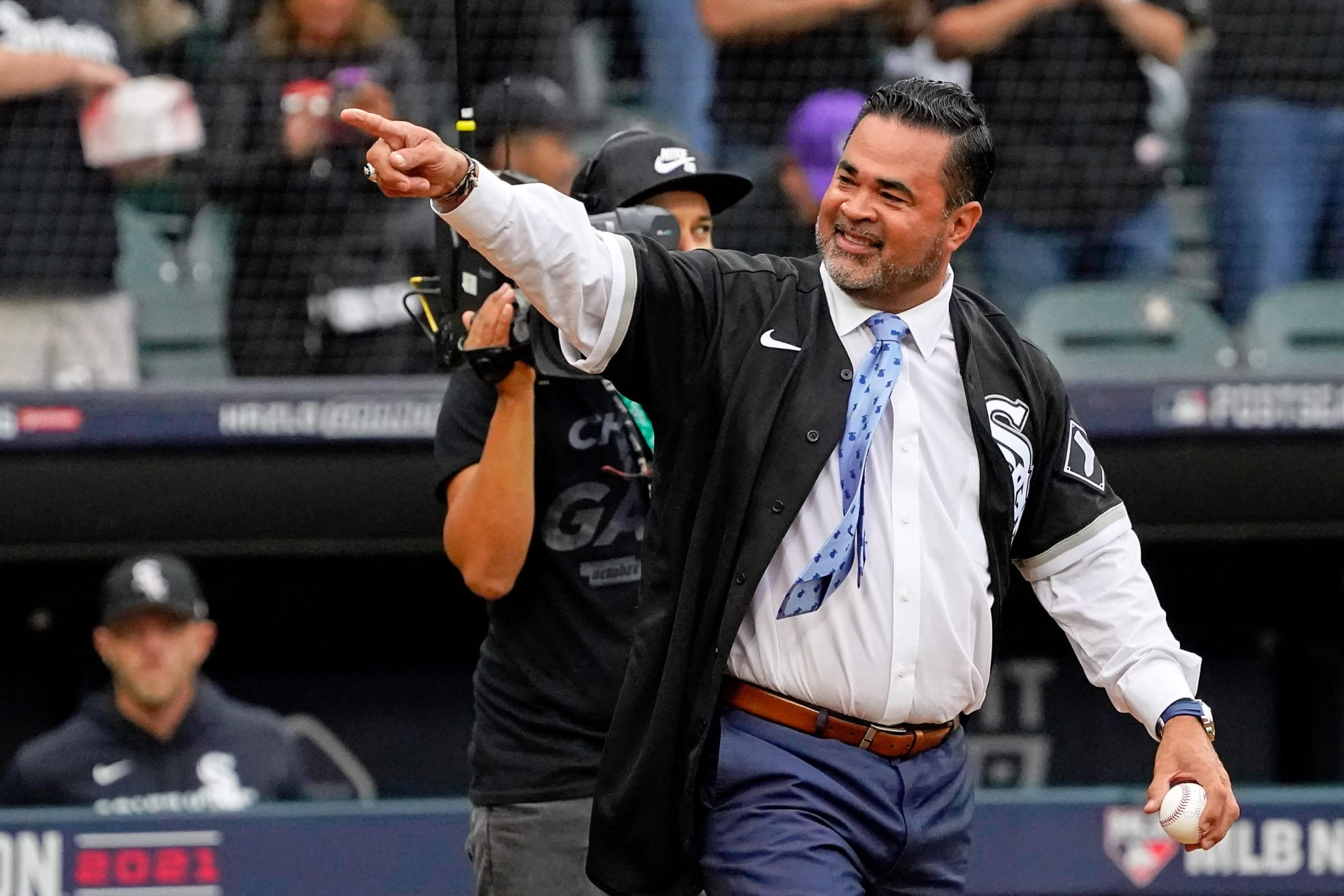 San Diego Padres interview surprising candidate for manager