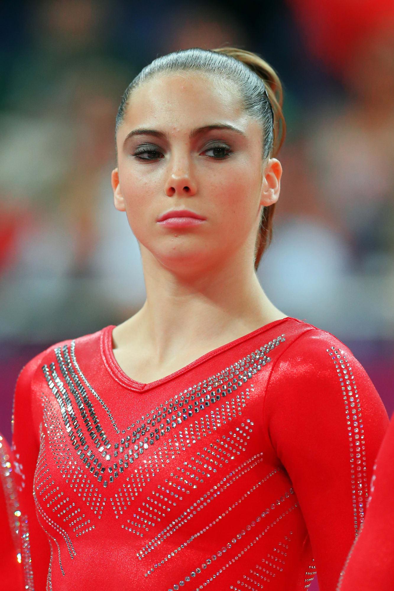 Gymnast McKayla Maroney impresses with upside-down splits in skintight spandex