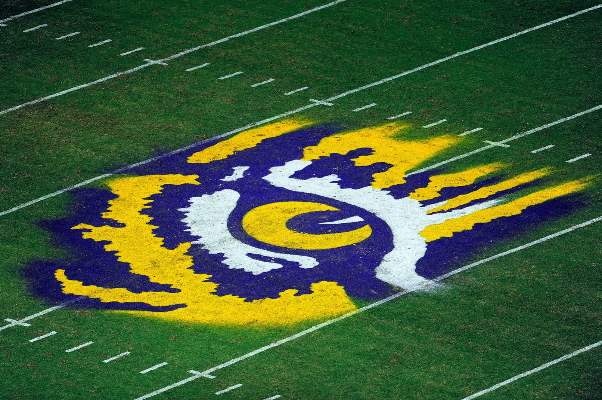 Analyst Predicts Lsu Football Will Land Former Tennessee Football Commit (insert witty comment about self here). land former tennessee football commit