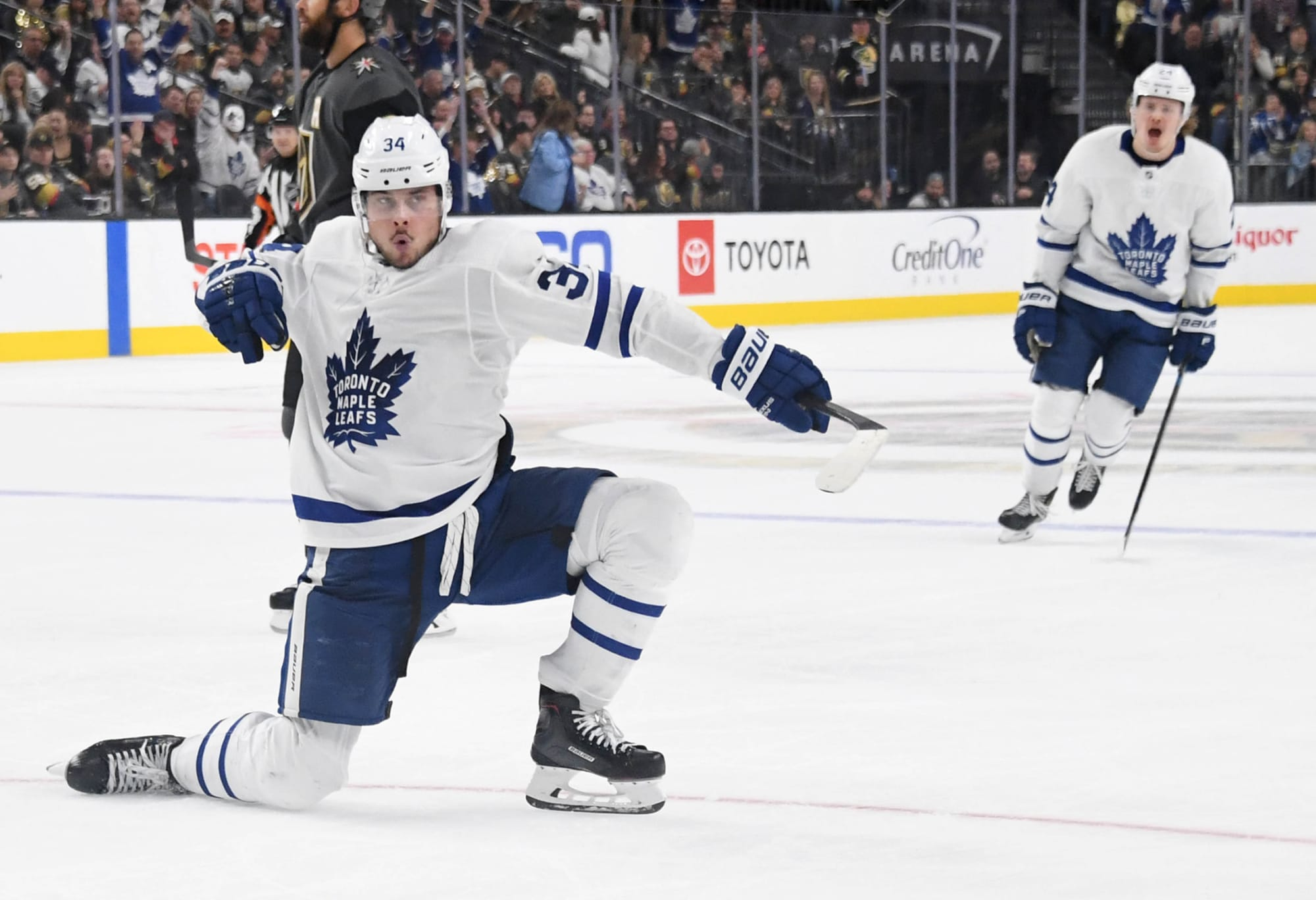 Toronto Maple Leafs: Can Auston Matthews Set Goal Scoring Record?