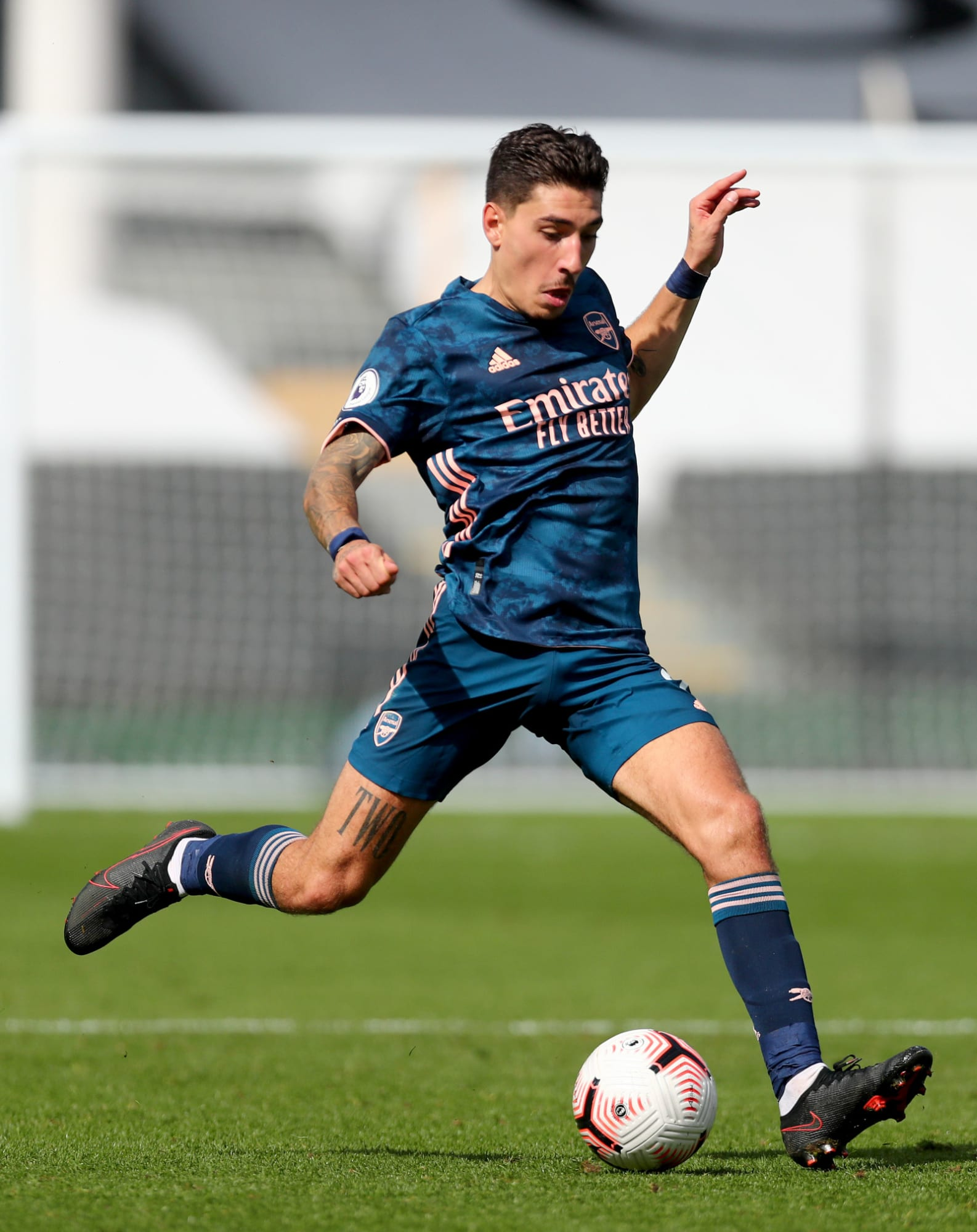 Barcelona shouldn't try to sign Hector Bellerin from Arsenal